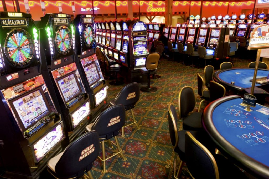 4 reasons why people prefer online casinos