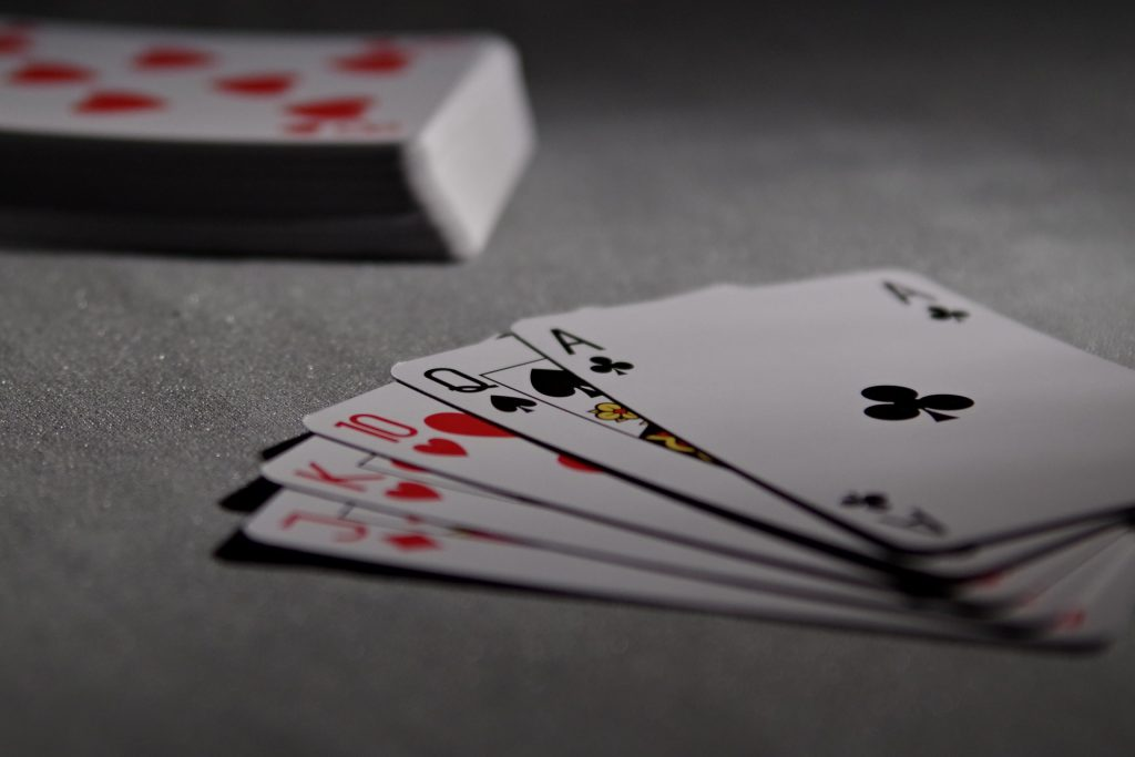 Bridge vs Poker – The battle of cards